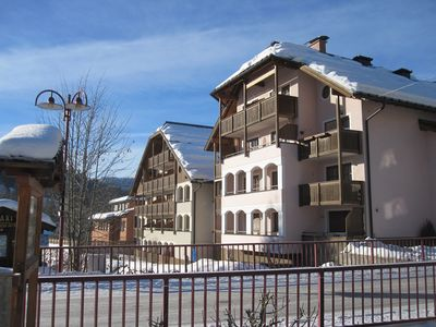 Photo for Sunny apartment within walking distance to the ski slope, free ski depot