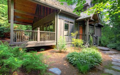 Photo for Wooded Seclusion,Quick Access to Highly Acclaimed Hiking, and the Club.