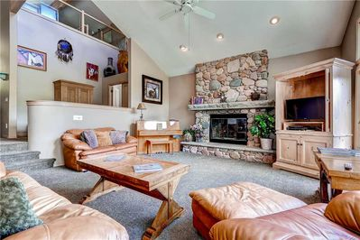 Spacious living room cozy gas fireplace large screen TV - Park City Lodging-3165 Thistle