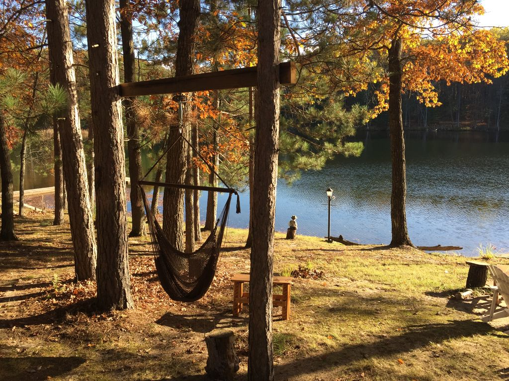 ABBOTT LAKE HOUSE: Spring dates open! Private lakehouse, sleeps 8, wifi, fireplace