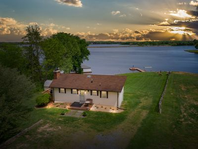 Photo for Serene Getaway! Lake Anna MoonDream House!