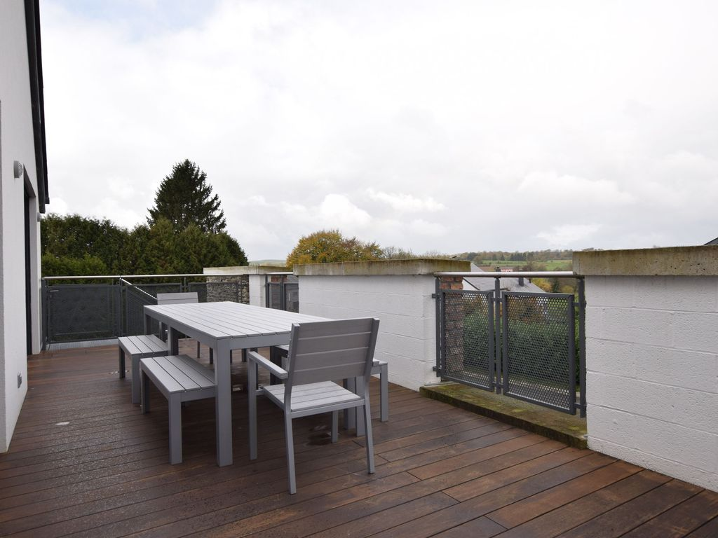 Apartment in a green setting with large private terrace for 16 camp terrace albany ny