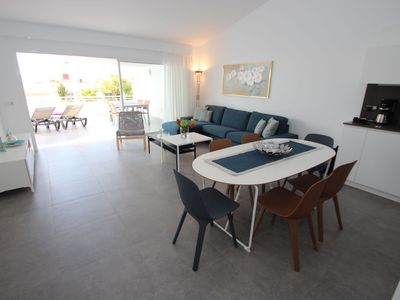 Photo for Modern apartment, central location, to the beach 350 m, communal pool