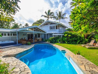 Private pool, yard and walk right down to Kailua Beach.