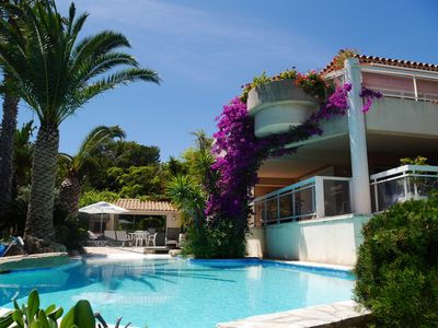 Photo for Large and luxurious seaside villa, air-conditioning and infinity pool, Provence