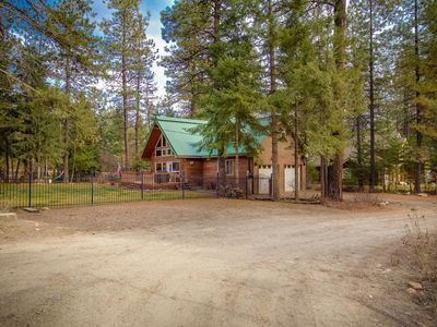 Photo for Charming chalet w/ fenced yard, patio & grill - steps to Schweitzer Mtn shuttle!