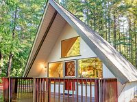 Very cute and quiet little cabin! Perfect for a couple and even a kid or two. Very close to lake