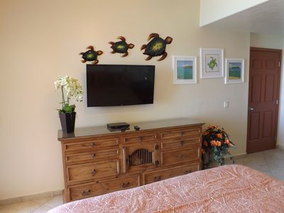 Brand new large screen TV and beautiful custom made artwork for my guests!