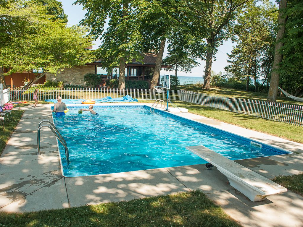 large beautiful home with swimming pool on vrbo
