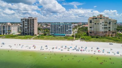 Photo for Unwind and catch the sunset from this beachfront unit balcony ! Close to Island attractions