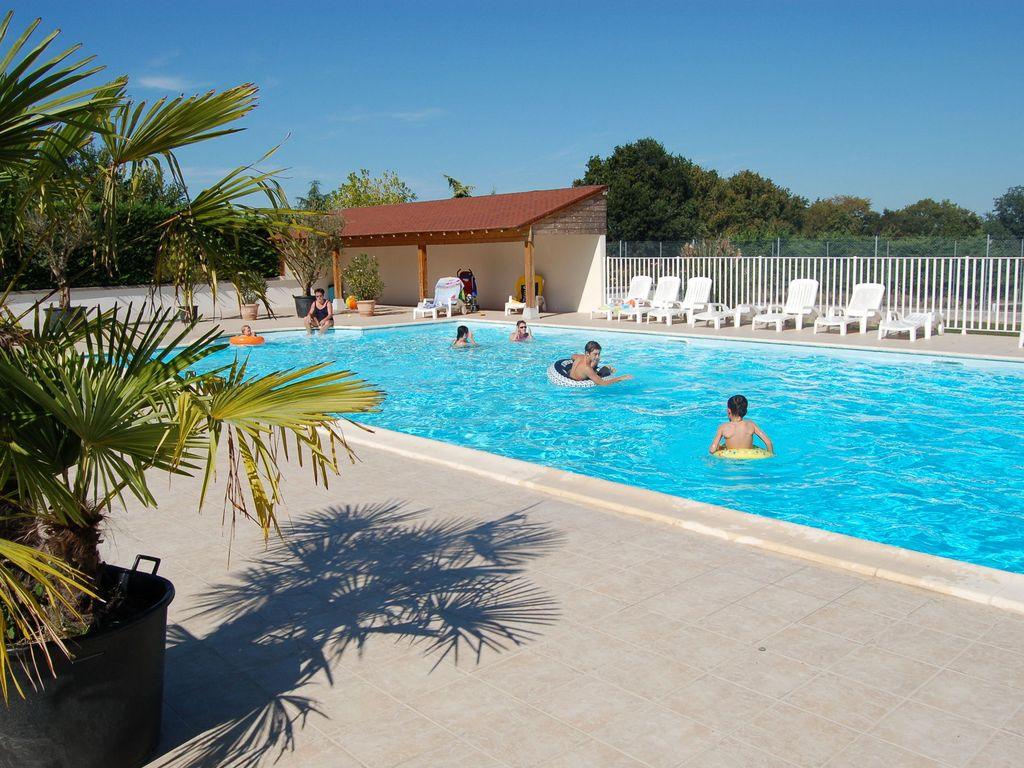 Fine Holiday Home With Swimming Pool On Idyllic Estate In Faverolles En Berry Lucay Le Male