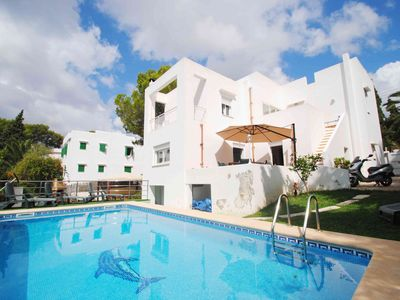 Photo for 4 bed villa with private pool metres from beach and town centre