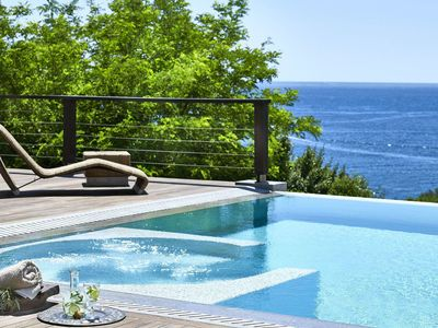 Photo for Wonderful private villa for 10 people with hot tub, A/C, private pool, TV and parking