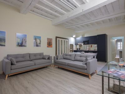 Photo for Arno Unique apartment in Oltrarno with WiFi, integrated air conditioning & balcony.