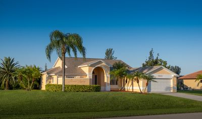 Photo for Perfect holiday home on the canal, gr. Sun terrace, pool, south facing, SW Cape Coral
