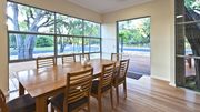 Whatman Beach House on the waters edge - Free Wifi - Family and Pet friendly