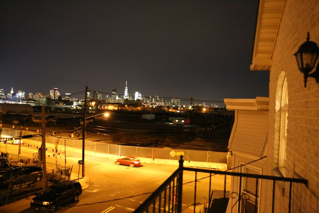 3 Bedroom Apartment With Nyc Skyline View