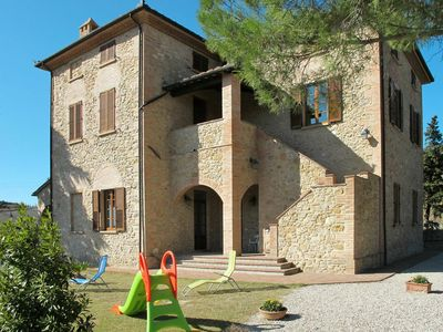 Photo for Lovely apartment for 4 guests with pool, WIFI, TV, pets allowed and parking
