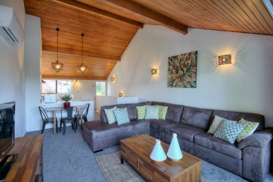 Entertainment lounge, dining andamp; kitchen