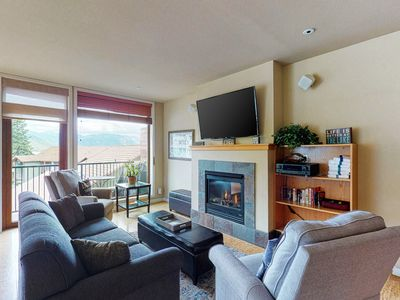 Photo for Shared pool, hot tub and other amenities plus a balcony and fireplace!