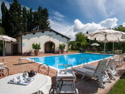 Photo for Detached villa with pool and garden set in the Tuscan hills