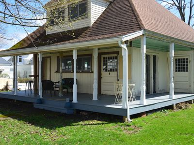 Family Friendly Lakehouse just steps from beach, dock and bar