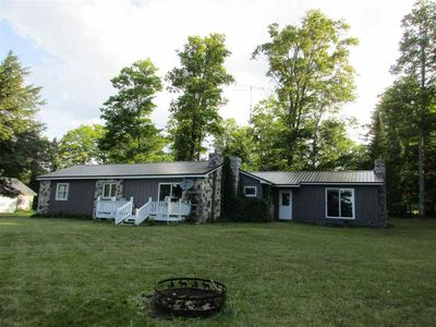STONE COTTAGE:  WIFI-CABLE-CLEAN-Relax on East Lake-Pet-Friendly