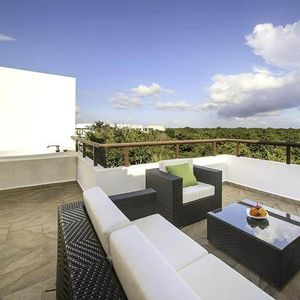 Photo for Modern Penthouse W/ Private Rooftop & Jacuzzi + Access to beach & Resort!