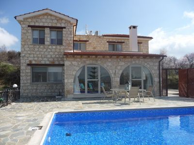 Front view of the villa.