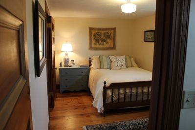 Sonador Room: very small room w/ 1 queen bed and shared bathroom