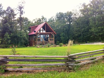 Ellen's Log Cabin with Hot tub. Located minutes from the Upper Meramec River