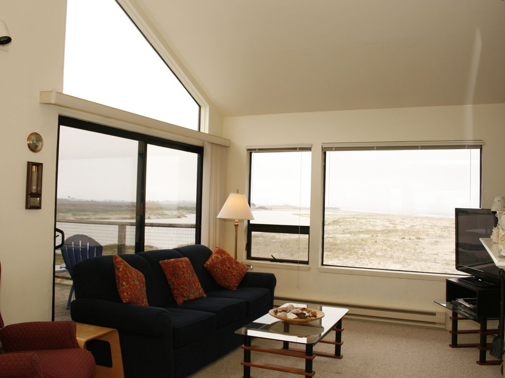 Located at pelican point homeaway watsonville the fog hovering around the water falaconquin