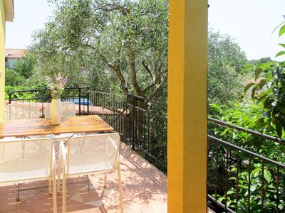 Photo for Beautiful apartment for 5 people with pool, WIFI, TV, balcony and pets allowed