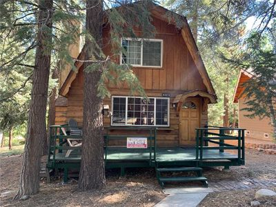 Photo for Alpine Haus - 2BR/1BA/WiFi/Netflix/Walk to Ski Resort