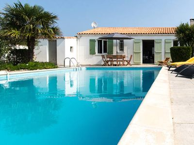 Photo for Detached villa with pool in Loix
