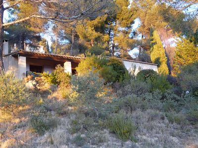 Photo for Quiet holiday villa with swimming pool and superb view in the Luberon