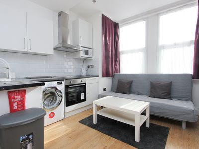 Photo for Amazing Renovated 1 Bed Sleeps 4 in NW London TR5