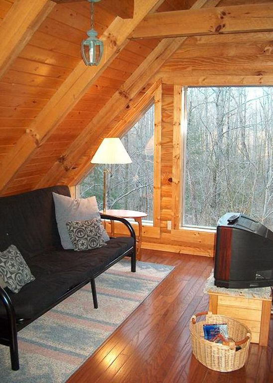 Tranquil log cabin for secluded hideaway wears valley for Wears valley cabin rentals secluded