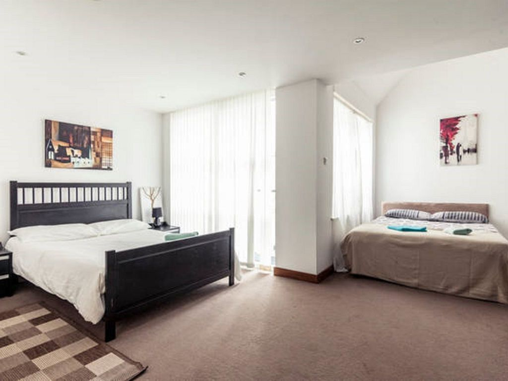 SPECIAL OFFER! A beautiful 4 Bedroom property in Central London, NW1/Zone 1. Suitable for 12 Guests.