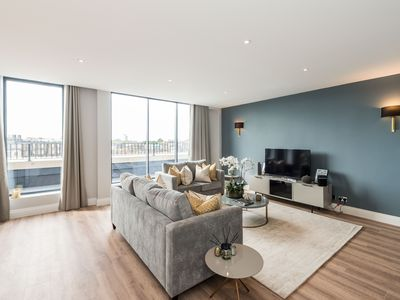 Photo for Well-Appointed Four Bedroom Serviced Apartment