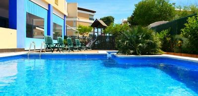 Photo for Air-conditioned apartment 100 meters from the beach, perfect for families.
