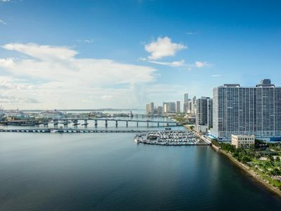 Photo for ON THE BAY! HUGE 3BR/2BA APT, POOL, HOT TUB