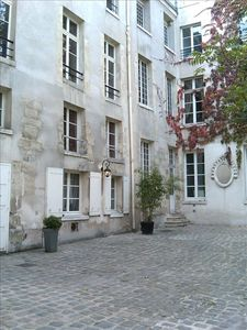 Photo for Heart Marais Charming and quiet flat, 970 sq ft, lift & free pick-up!