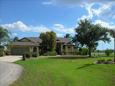 4000 sq ft Lake House w/ pool/spa, with spectacular sunsets!