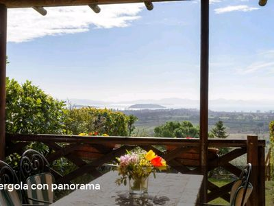 Photo for Apartment between Umbria and Tuscany overlooking Lake Trasimeno and swimming pool