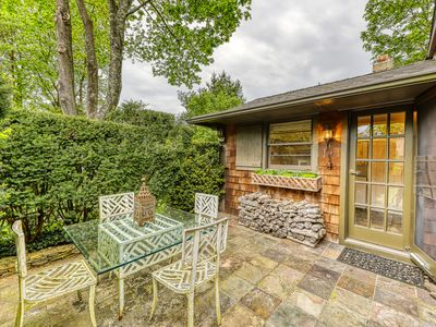 Photo for Elegant cottage with walkable access to shops, restaurants!
