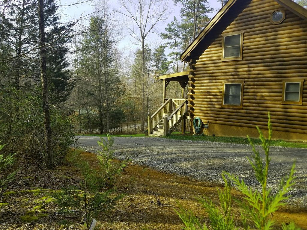 Log Cabin On Private Location With 4 Acres Access To Private  Lake,beach,river