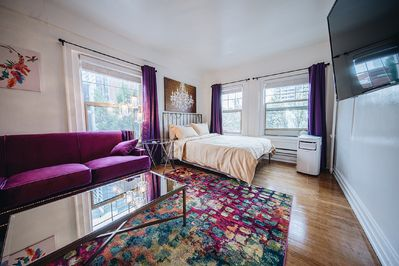 Gorgeous downtown studio in the heart of all Seattle has to offer.