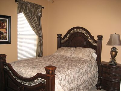 Queen bedroom with full ensuite bathroom