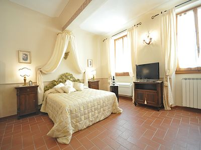 Photo for Charming 2 bedrooms flat close to S.M.Novella Train Station (heart of Florence)